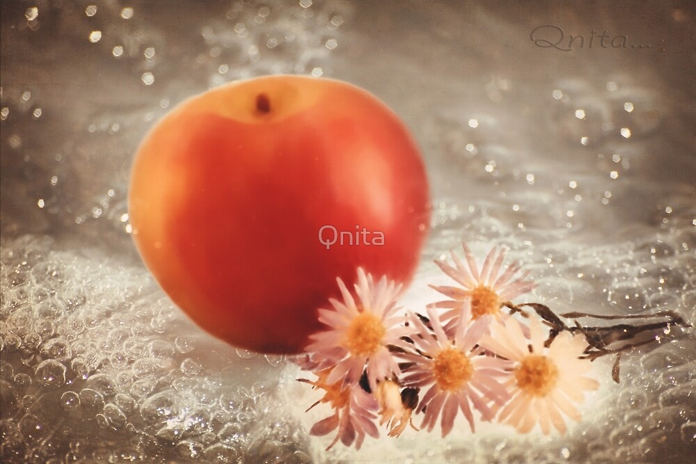 Apple and Daisies... by Qnita