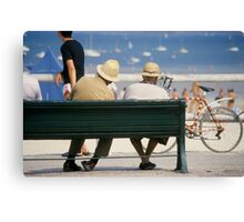 Couple at the seaside Canvas Print