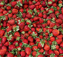 Ripe Strawberries by Kuzeytac