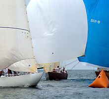 A crowd at the leeward mark by wolftinz