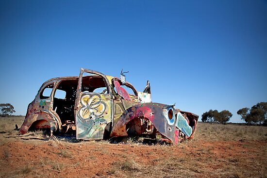 Abandoned car by susantrigg