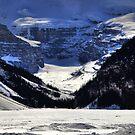 Snowy wall II by zumi