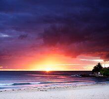 Cronulla Beach Sunrise by oneshuteye