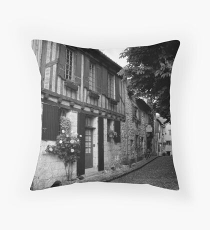 Rue même Throw Pillow