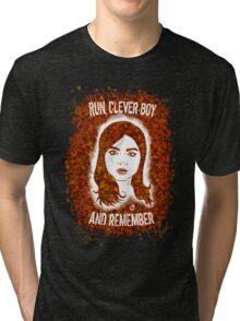 Clara Oswin Oswald (Alternate version) Tri-blend T-Shirt