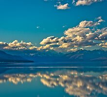 Lake Pukaki New Zealand by fotosic