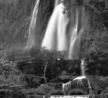 Thee Lor Sue Waterfall  by naphotos