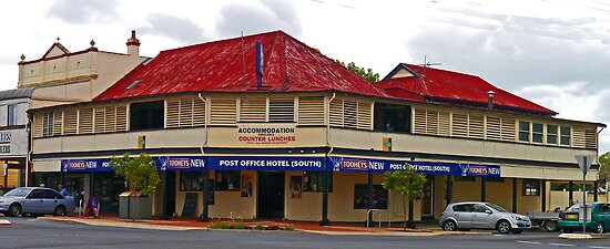 Post Office Hotel (South),  Grafton, NSW, Australia by Margaret  Hyde