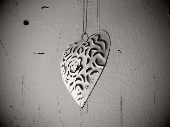 Hanging Heart by liberthine01