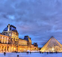Louvre by Night by Steve Oldham