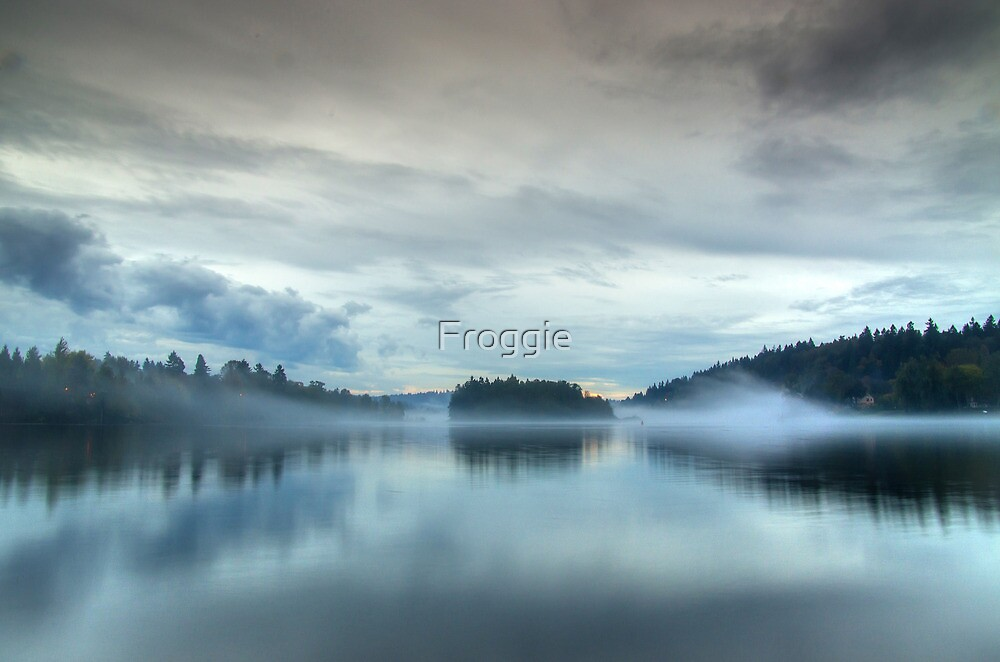 The lake by Gerard Rotse