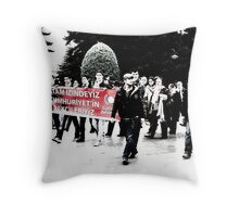 Atam izindeyiz. Throw Pillow