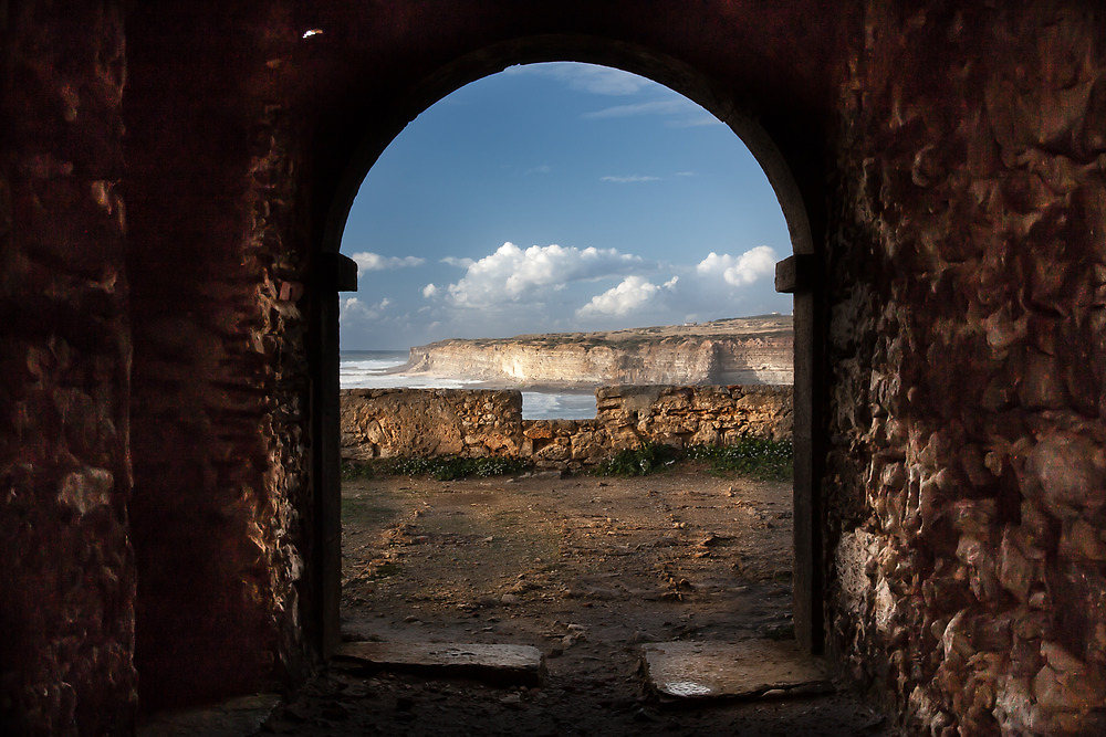 Gate to the sea by Edgar Laureano