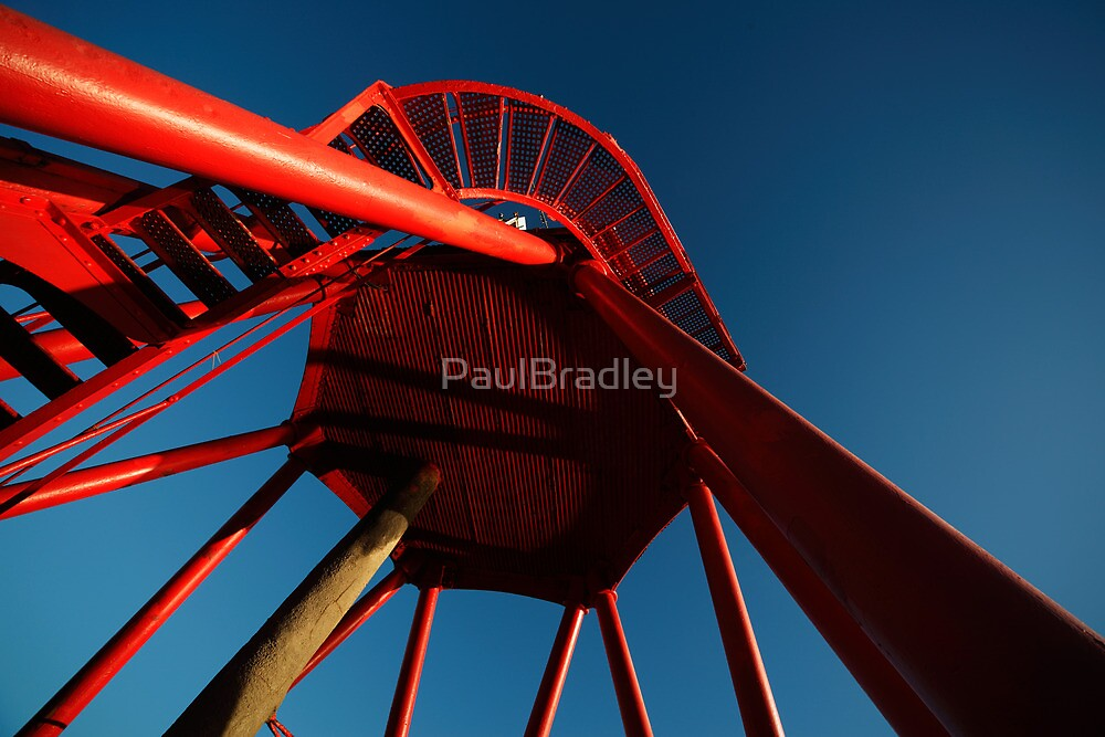 Herd Groyne lighthouse by PaulBradley