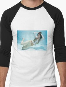 A young trendy dressed woman floats underwater  Men's Baseball ¾ T-Shirt