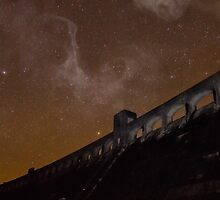 Milky Way over Clatteringshaws Dam by derekbeattie