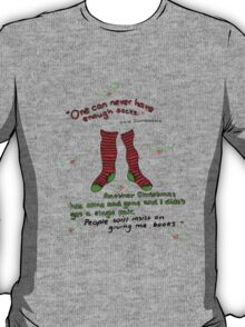 """Harry Potter Christmas Design - """"One can never have enough socks!"""" T-Shirt"""