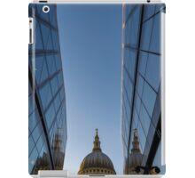 Reflecting reflection of St Pauls iPad Case/Skin