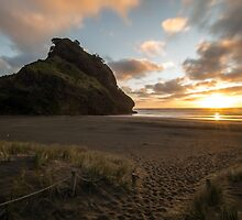 Classic Piha Sunset  by earlcooknz