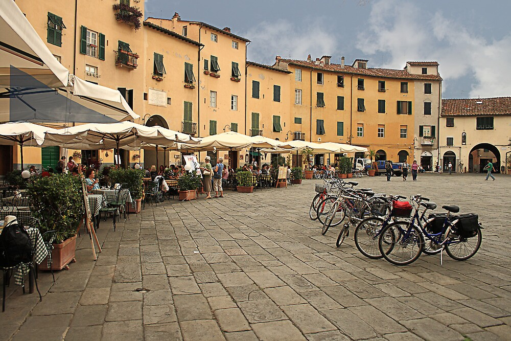 Lunch time in Lucca by Paul Pasco