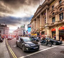 Picadilly Circus Traffic by Yhun Suarez