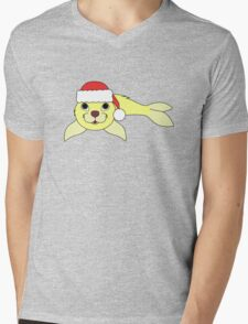Light Yellow Baby Seal with Christmas Red Santa Hat Mens V-Neck T-Shirt