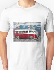 VW BUS red low and cool T-Shirt
