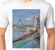 Aveiro - canal boat and bridge Unisex T-Shirt