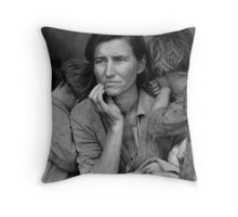 Vintage Photograph of Migrant Mother Throw Pillow