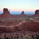 Monument Valley Arizona. by JaninesWorld