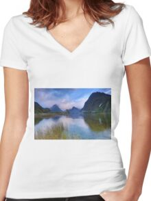 Milford Sounds HDR Women's Fitted V-Neck T-Shirt