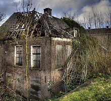 the abandoned house by Nicole W.