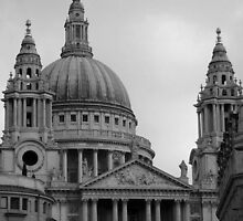 St Paul's Cathedral, London by Karen Hood