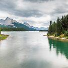 Maligne Lake by peterwey