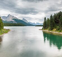 Maligne Lake by peterwey