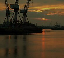 Shipyards in Glasgow  by DerekWells