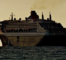 queen mary 2 by JAMES LEVETT