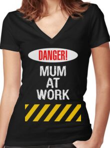 Mum at work Women's Fitted V-Neck T-Shirt