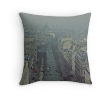 The city ceases to sleep Throw Pillow