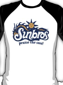 Sunbros: Praise The Sun! T-Shirt