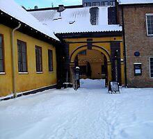 Yellow Gateway - Oslo by apoetsjournal
