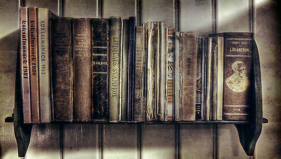 """Ol' Bookshelf"" by JanneO"