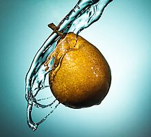 Splashed pear by Memberis
