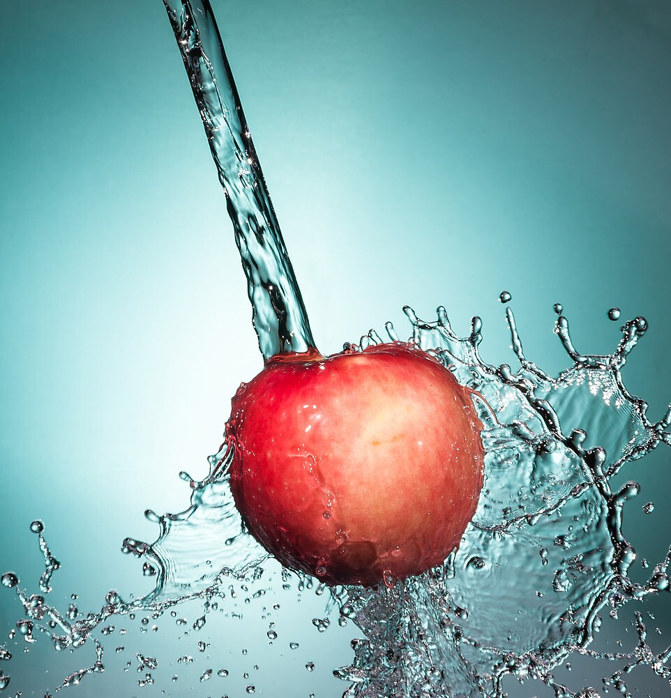 Splashed apple by Memberis