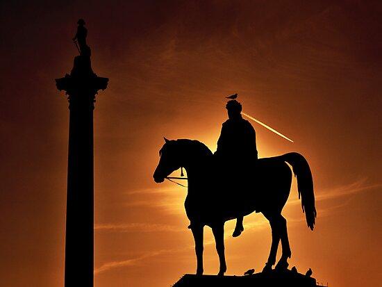 Sunset at Trafalgar Square, London by Chilla Palinkas