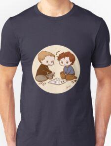 Cherik chibis - playing chess T-Shirt
