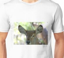 UP CLOSE EYE CATCHING - BABY WATER BUCK - Kobus ellipsiprymnus Unisex T-Shirt