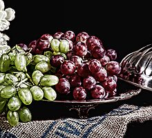 Grapes and Flowers by brijo