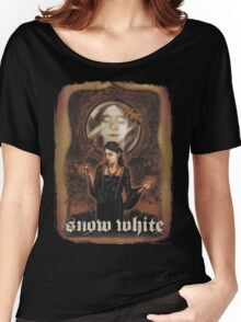 Renaissance Snow White Women's Relaxed Fit T-Shirt