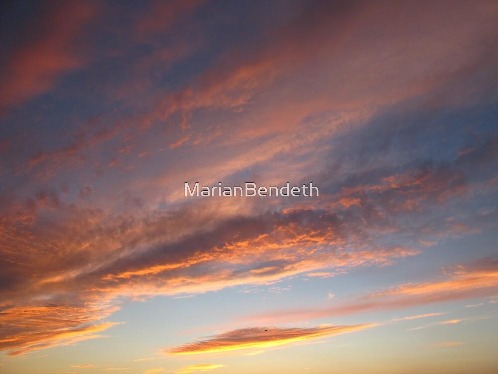 Peach waves by MarianBendeth